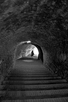 AleksaSrbin u tunelu usred mraka