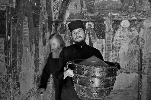 AleksaSrbin U hramu