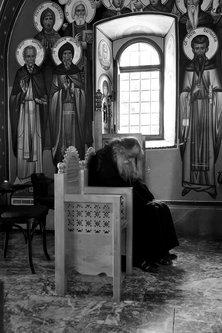 AleksaSrbin molitva u Ostrogu