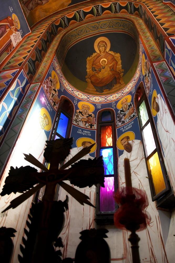 Још мало и цео олтар ће бити осликан