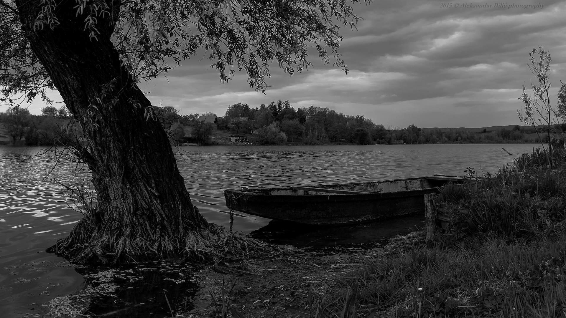Čamac na jezeru