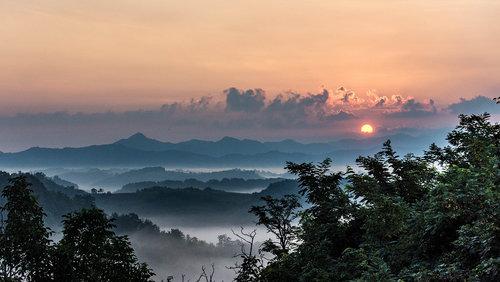 Bajcer Izlazak Sunca iznad Zagorja