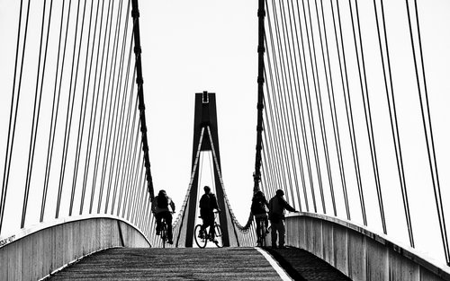 Bimbo Na mostu