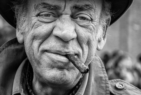 Bimbo Čovek s cigarom