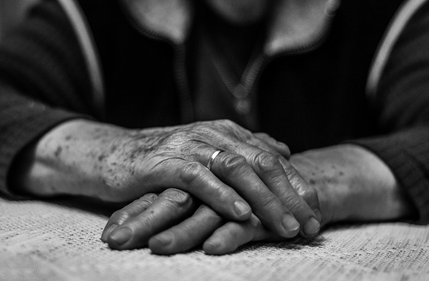 Ruke moje majke..
