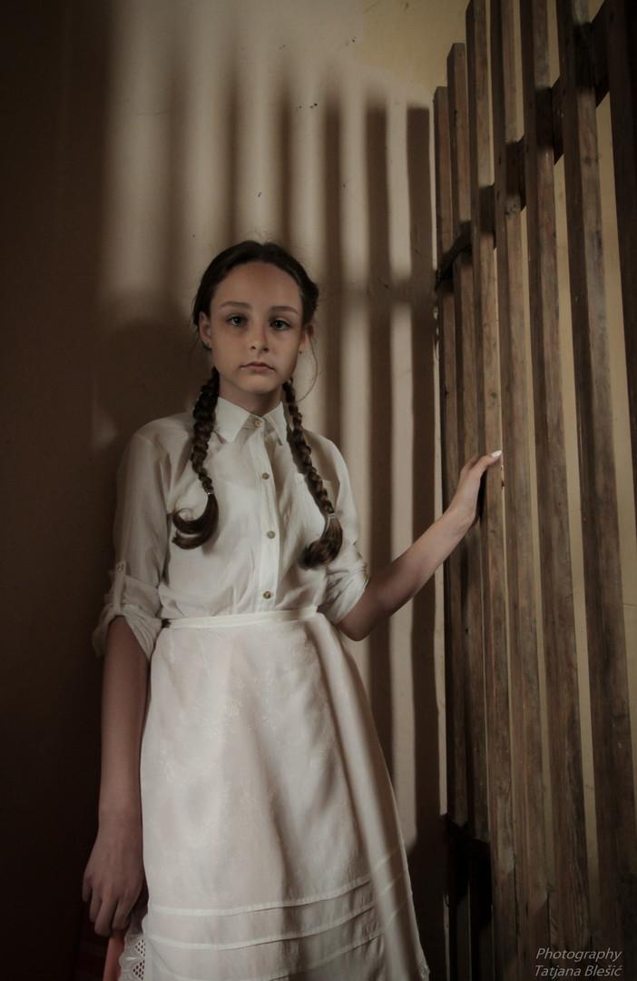 Devojcica u belom