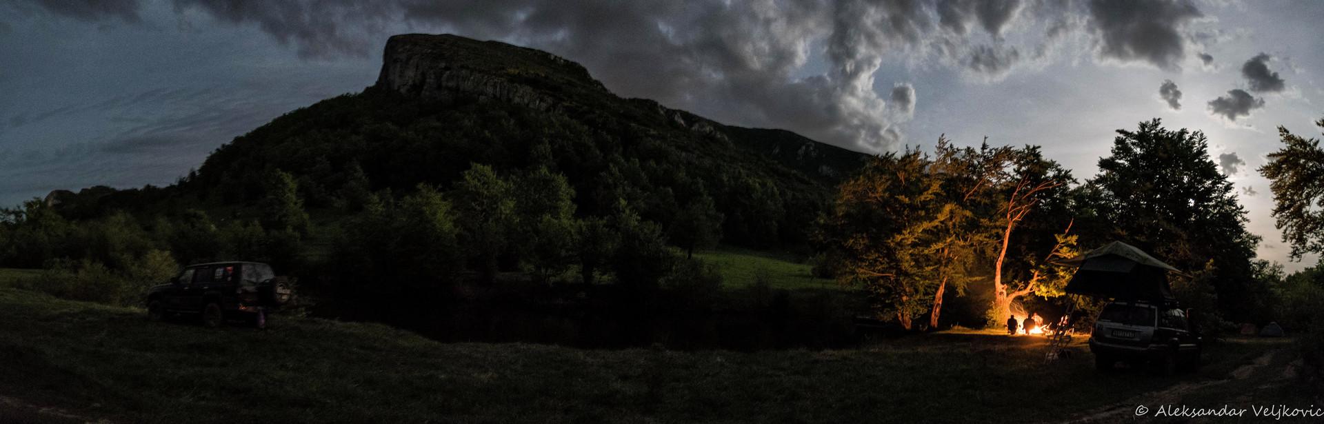 Noć pored jezera na Stolu