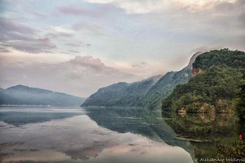 Bluealek Greben ogledan u Dunavu