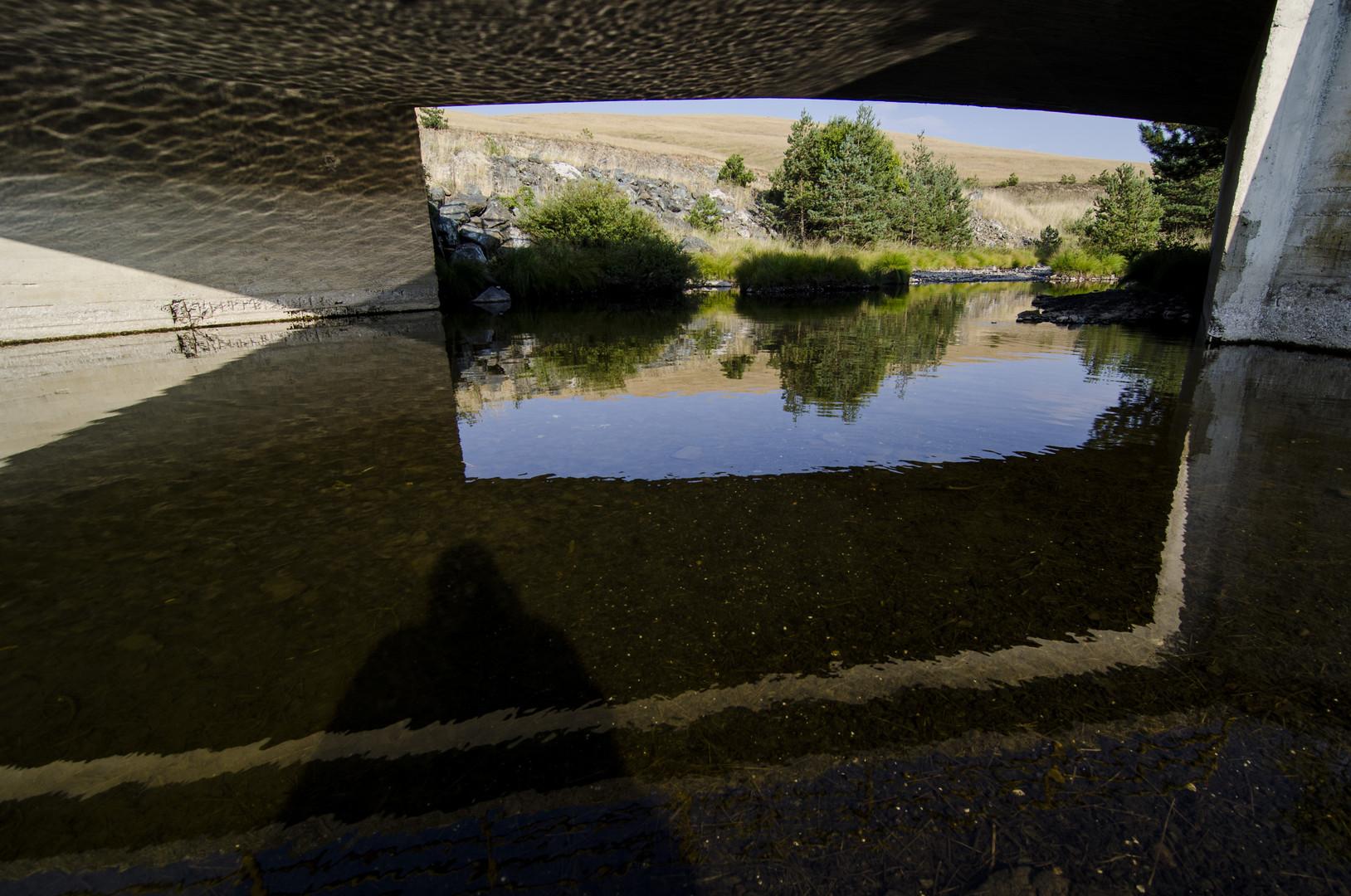 Prozor ispod mosta