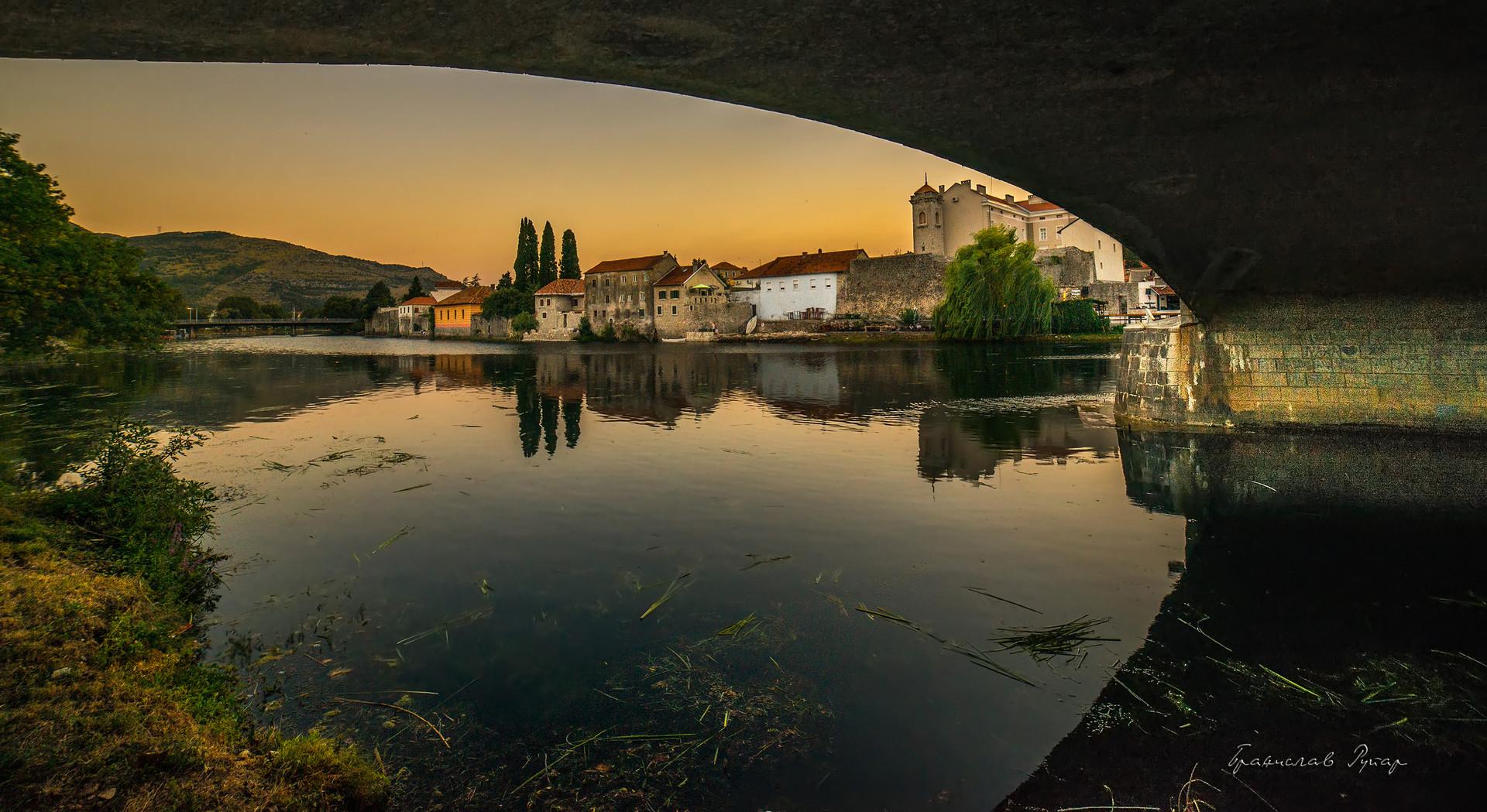 Ispod mosta