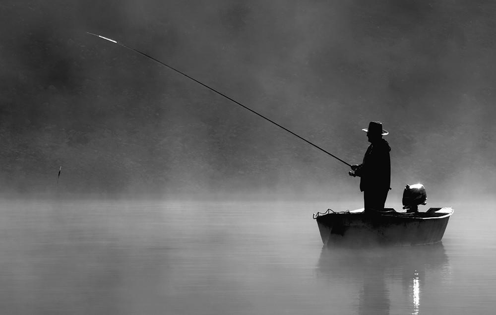 Ribar i magla