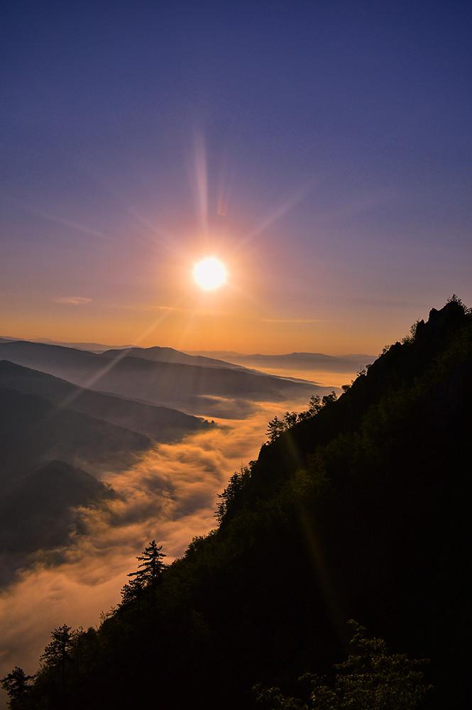 Osvit zore  iznad Drine