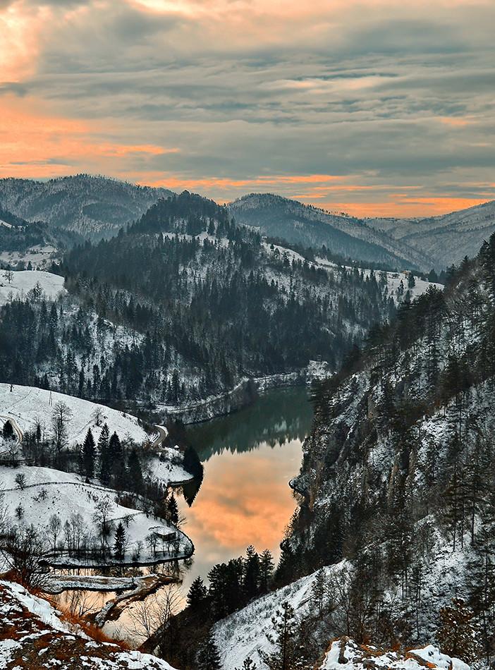 Tara -Zaovine,malo jezero u Spajicima.
