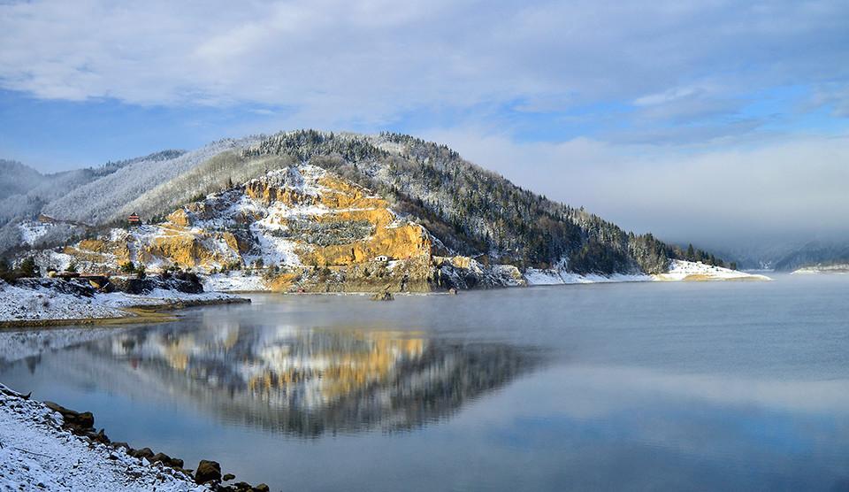 Zabeleo se sneg-Jezero Zaovine Tara