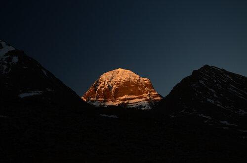 DIvan Kailash u zoru