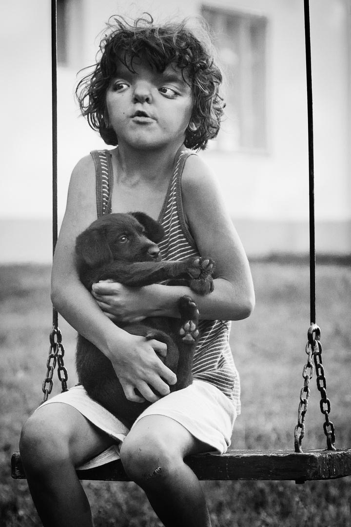 devojčica sa psom