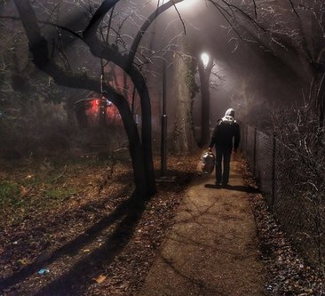 Grimasa Kroz maglu