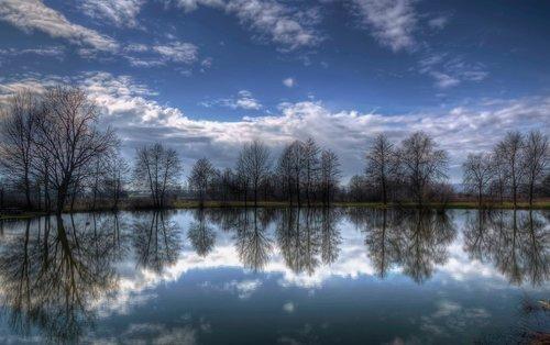Irena Na  jezeru