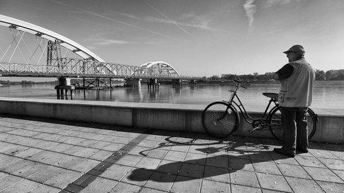 JanNS Čovek i most