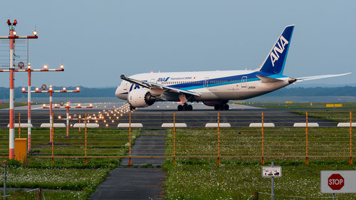 KrisN 787 lining up for departure