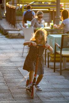 Master Devojčica sa trotinetom