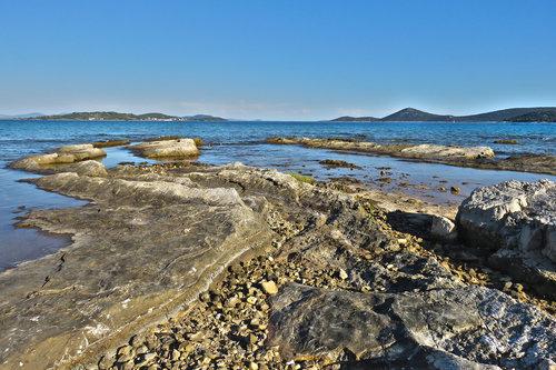 Merina Kamen i more