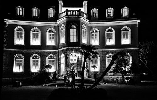 MilosKaraklic Nocna fotografija zgrade
