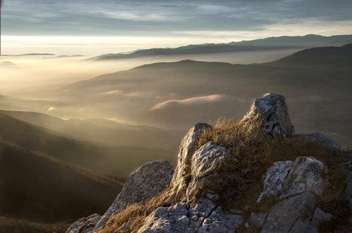 Mirsad Dodir prvog jutarnjeg svjetla na kostolackim stijenama (Vlasic)