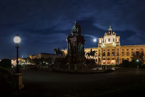 Nenad_Ristic Maria Theresien-Platz in the moonlight...