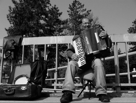 Pajo-foto Ulicni muzikant