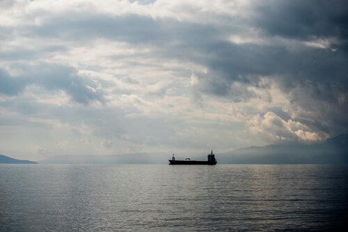 Pukylly Ship Turns Toward the Port