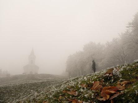 Raneberg Crkva u magli