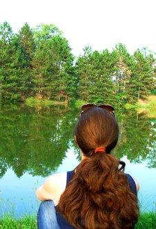 Sima33 Devojka kraj jezera
