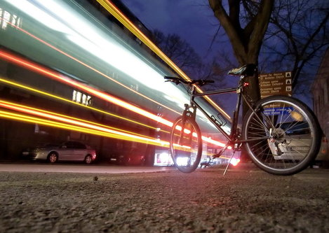 Steva Neko ide biciklom, neko autobusom