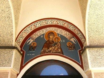Taxan Iznad ulaza u Hram