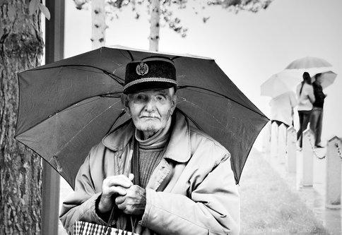 VladimirMijailovic Ljudi ispod kišobrana...