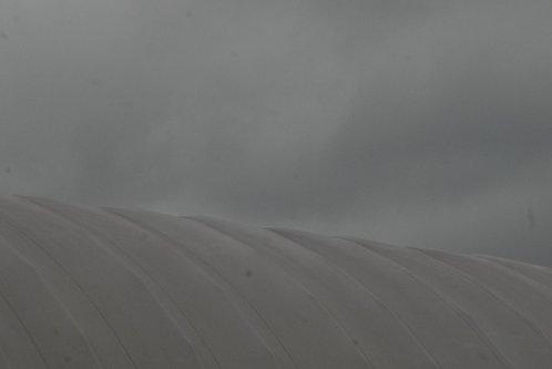 bvelickovic Platenni krov pod tmurnim nebom