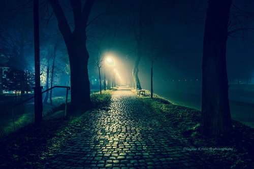bygilles blue night light
