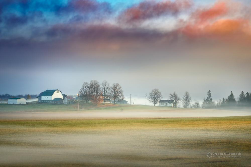 Maglovito jutro nad prerijom