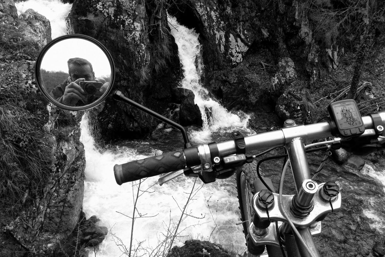 Autoportret sa vodopadom