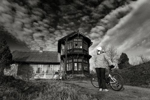 drris66 Čudna kuća na brdu
