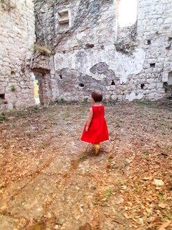 felixthecat6 Djevojcica u crvenoj haljini