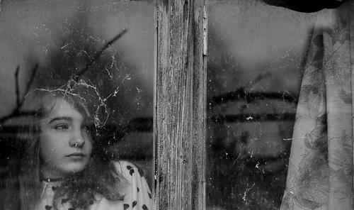 goran in the window...