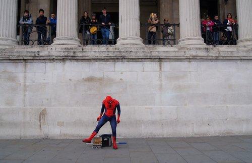 ladyjane spiderman protiv turista