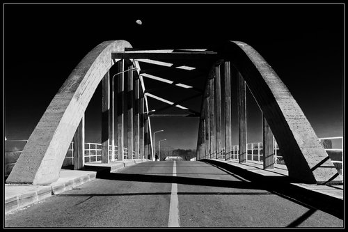 limbonic Walking on the bridge BW