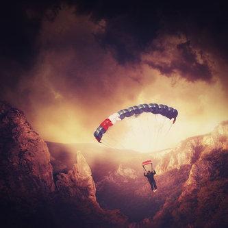 milos_krstic Skydiver