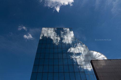 morphography Zgrada u oblacima, oblaci u zgradi.