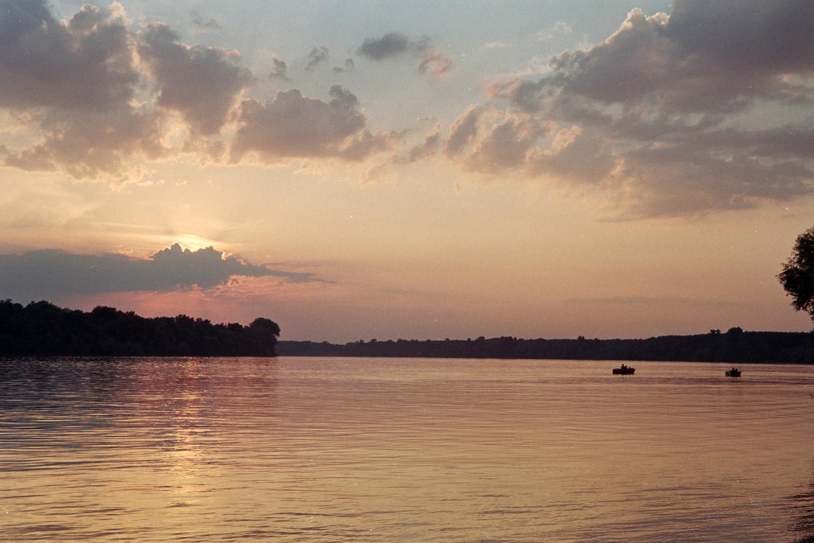 Zalazak na reci i čamci