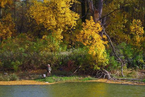 petarlackovic Na reci na pecanju u jesen