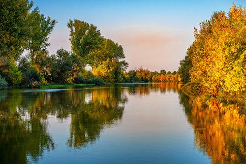 petarlackovic Oktobarska refleksija na reci